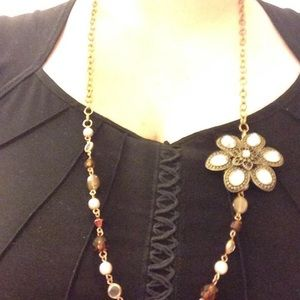 Jewelry - Vintage-style beaded necklace with flower pendant
